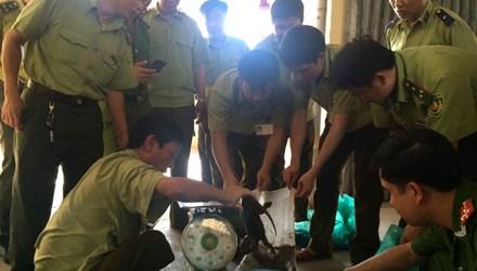 Thực phẩm bẩn vừa bị phát hiện trên chuyến xe khách từ Đà Nẵng - Hà Nội