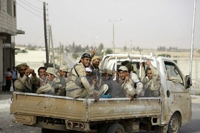 Lực lượng ủng hộ Chính phủ Syria trong chiến dịch truy quét phiến quân IS ở ngoại ô thị trấn Manbij, Aleppo, theo tình hình chiến sự Syria mới nhất
