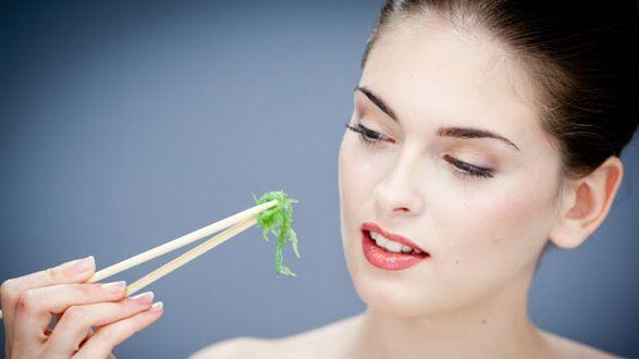 Chống ung thư vú, làm đẹp và giảm cân là những lợi ích tuyệt vời mà tảo biển mang lại cho phái đẹp