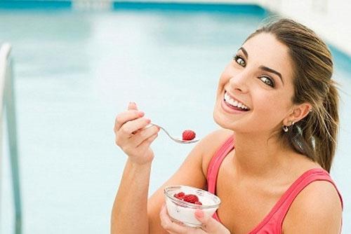 """Probiotic có trong thực phẩm lên men như sữa chua giúp """"thổi bay"""" những hại khuẩn ra khỏi vùng kín"""