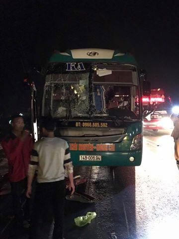 Xe khách giường nằm Ka Long phát nổ trên quốc lộ. Ảnh: otofun