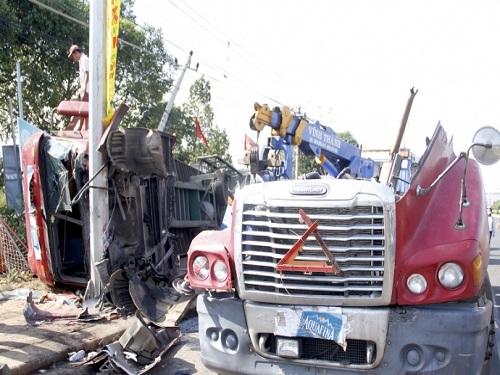 tai nạn giao thông ngày 23/2: Bố tử vong tại chỗ, con trai 5 tuổi nguy kịch