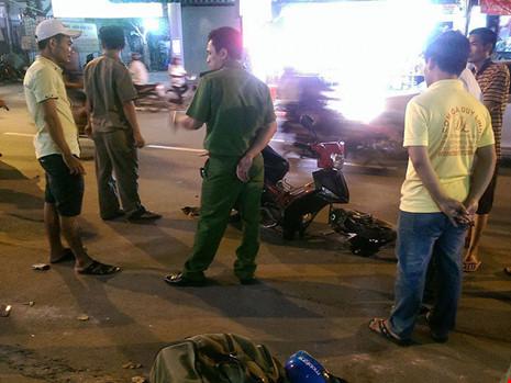Chiếc xe máy của nạn nhân bị hư hỏng nặng phần đầu. Ảnh: Báo pháp luật