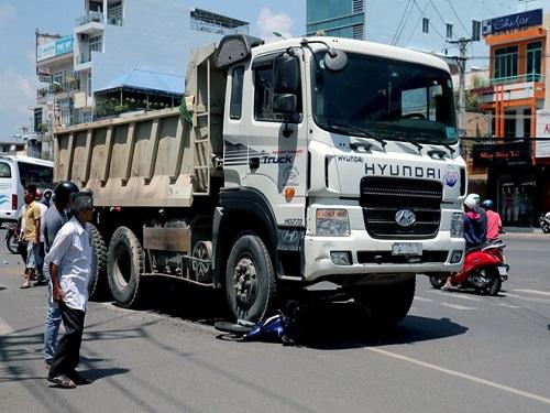 Tai nạn giao thông ngày 20/3: Ô tô tông liên hoàn 3 xe máy, 8 người nhập viện