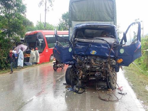 tai nạn giao thông ngày 31/3: Container cuốn xe máy vào gầm, 2 người tử vong