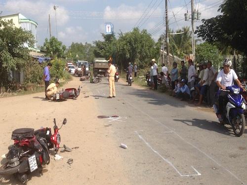 tai nạn giao thông ngày 17/4: 4 xe máy tông liên hoàn, 7 người thương vong