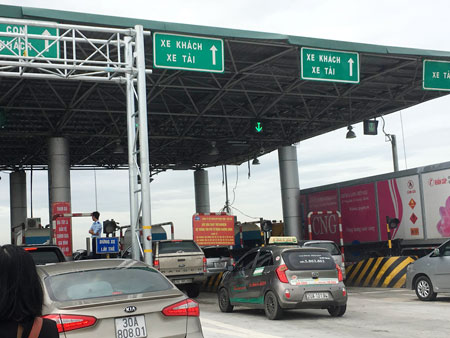 Dỡ bỏ trạm thu phí Đại Xuyên để cải thiện giao thông khu vực. Ảnh: Dân Trí
