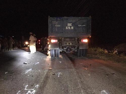 Tai nạn giao thông ngày 23/4: Đi chơi nhà bạn gái về, thanh niên tử vong dưới bánh xe tải