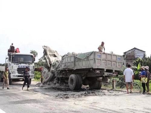 tai nạn giao thông ngày 12/5: Hai xe tải đối đầu bẹp nát, hai tài xế tử vong