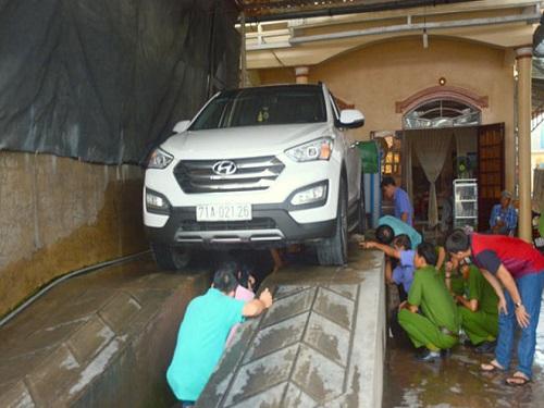 tai nạn giao thông ngày 13/5: Thi thể nạn nhân vụ tai nạn bị kéo lê dưới gầm xe 50km