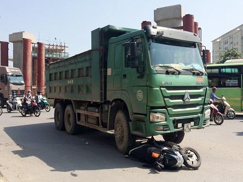 tai nạn giao thông ngày 16/5: Ô tô ''điên'' tông liên hoàn 3 xe máy, 6 người thương vong