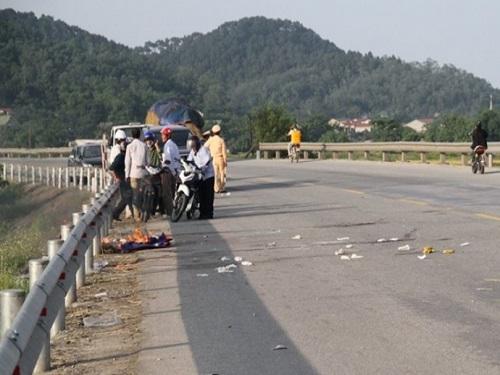 tai nạn giao thông ngày 22/5: Container tông xe máy, 2 ông bà tử vong tại chỗ