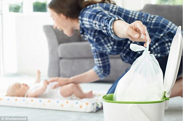 Trẻ có thể bị nghẹt thở khi đưa túi nilong bịt mũi và miệng