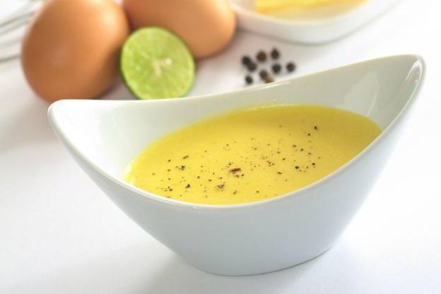 Những thực phẩm được làm từ trứng sống là nơi môi trường thuận lợi cho vi khuẩn phát triển