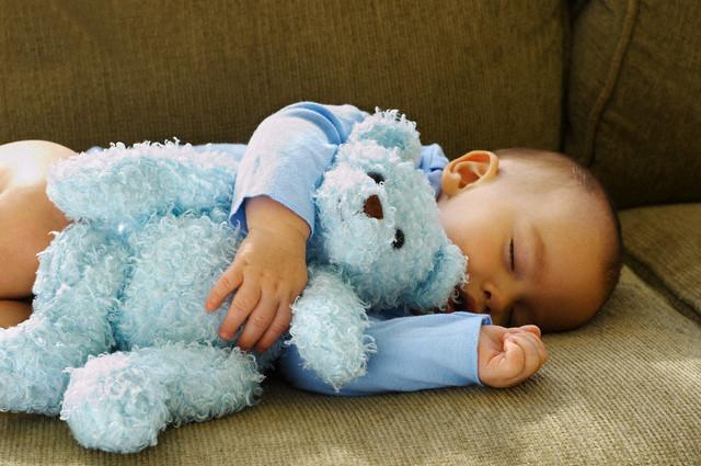 Mối nguy hiểm chết người từ gấu bông đối với trẻ sơ sinh  - ảnh 1