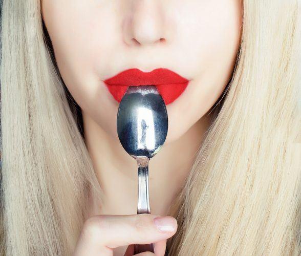 Son môi là loại sản phẩm trang điểm có thể khiến chị em bị nhiễm độc chì