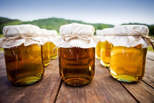 Không nên sử dụng mật ong cùng với các loại thực phẩm như đậu phụ, lá hẹ, cơm,...