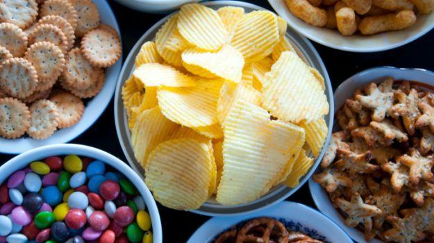 Thực phẩm chế biến sẵn có thể khiến bạn mắc bệnh béo phì, ung thư,...