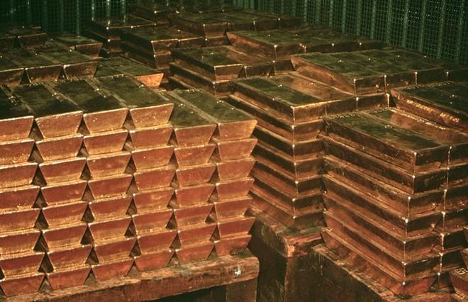 Không chỉ nổi tiếng với các mỏ kim cương, Nam Phi cũng là nơi dự trữ lượng vàng lớn trong kho chứa của Ngân hàng Nam Phi tại thành phố Pretoria. Tuy nhiên, quốc gia này xuất khẩu tới 90% lượng vàng họ khai thác được nên kho chứa của Nam Phi không quá lớn. Ảnh: Discovery