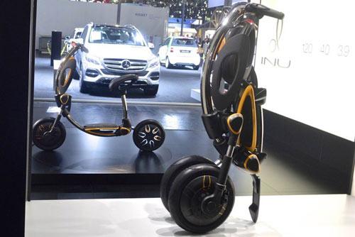 Chiếc INU được lắp đặt hệ thống khớp xoay điều khiển bằng điện thoại thông minh. Hệ thống này khiến nó có khả năng tự gấp gọn lại thành một chiếc xe có hình dáng tương tự như xe chứa gậy đánh gôn và có thể kéo đẩy tùy ý. Quá trình biến đổi này chỉ mất 4.5 giây. Nó có thể chạy liên tục 40 km với tốc độ tối đa là 25 km/h (15.5 m/s), thiết kế tuyệt đẹp và thân thiện với người dùng. Đây chính là sự lựa chọn hoàn hảo cho bất cứ ai muốn một phương tiện di chuyển tiện dụng và thẩm mỹ. Ảnh: Tạp chí Khám phá