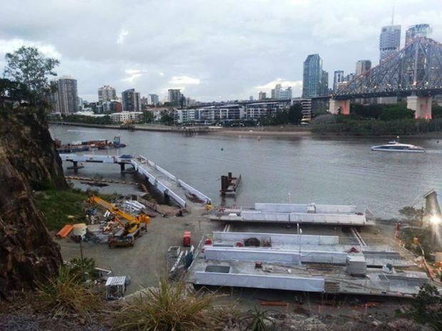 Brisbane Riverwalk trong quá trình thi công