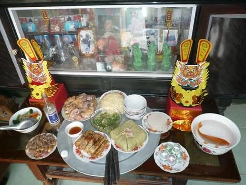 Các gia đình chuẩn bị lễ cúng ông Công ông Táo với những lễ vật và quy trình bài bản