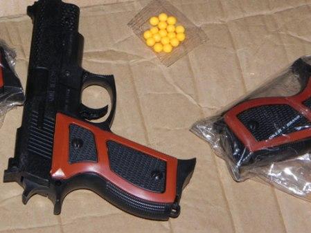 Bắt đối tượng đi cướp tài sản bằng súng đồ chơi