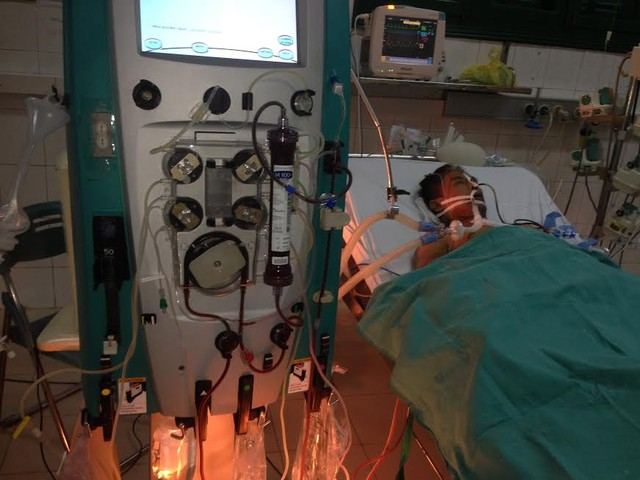 Sau 1 tuần điều trị, tình trạng bệnh nhân vẫn hết sức nguy kịch