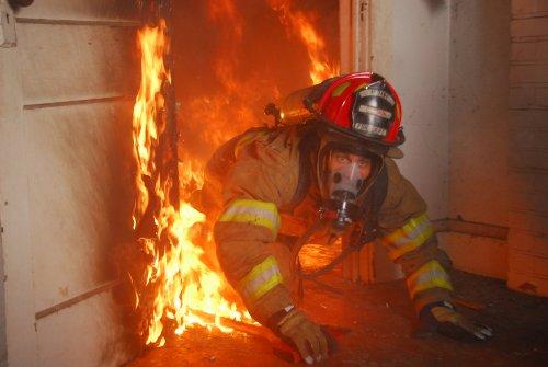 Lính cứu hỏa dễ mắc ung thư vì khói độc hại