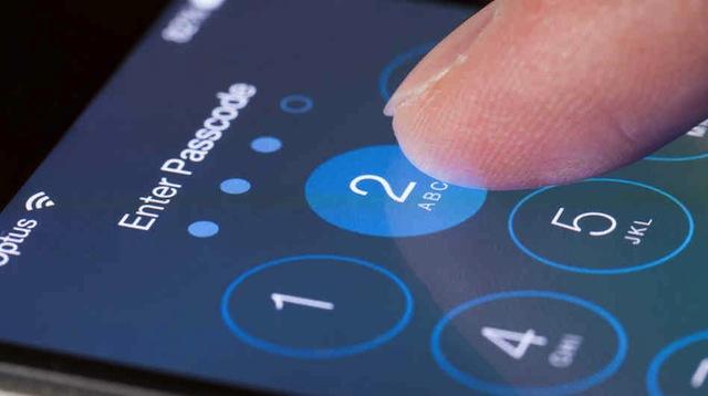 Hiện cơ quan điều tra TPHCM đang khẩn trương truy tìm tung tích tên cướp điện thoại iPhone còn giả danh công an để đòi mật khẩu