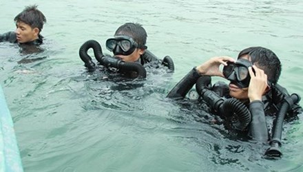 Người nhái được huy động tìm kiếm phi công máy bay Su-22 rơi ở đảo Phú Quý, Bình Thuận