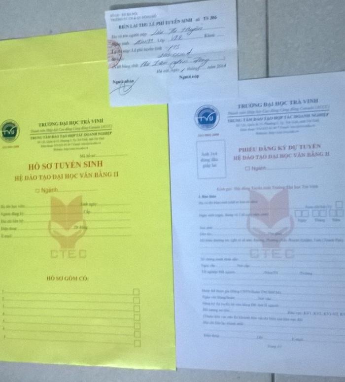Hồ sơ và biên lai thu tiền của Trường Trung cấp Công nghệ và Quản trị Đông Đô