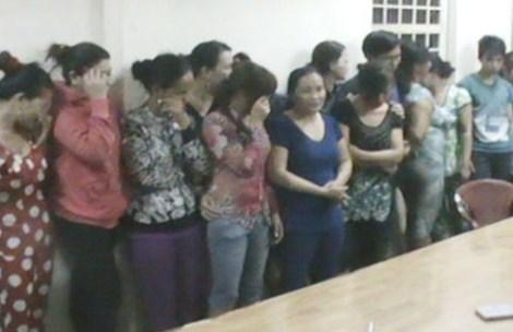 Say sưa đánh bạc ăn tiền, 24 đối tượng đều là nữ giới bị công an tóm gọn