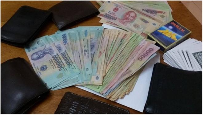 Tang vật thu bị thu giữ tại 'ổ' cờ bạc ăn tiền trong khách sạn Hà Tĩnh