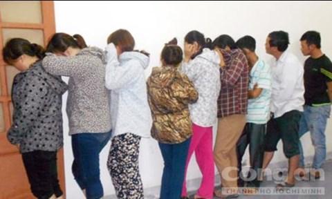 Trước đó công an Nghệ An cũng bắt giữ một nhóm đối tượng tổ chức đánh bạc ăn tiền dưới hình thức xóc đĩa