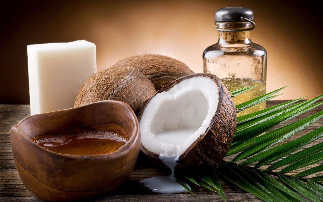 Ngoài dùng để dưỡng da, dầu dừa còn được dùng như một loại kem đánh răng từ thiên nhiên
