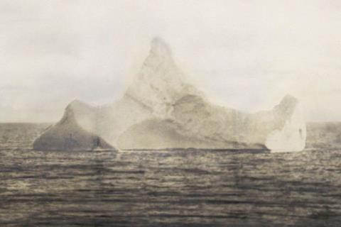 Bức ảnh chụp tảng băng gây ra kết cục bi thảm của tàu Titanic
