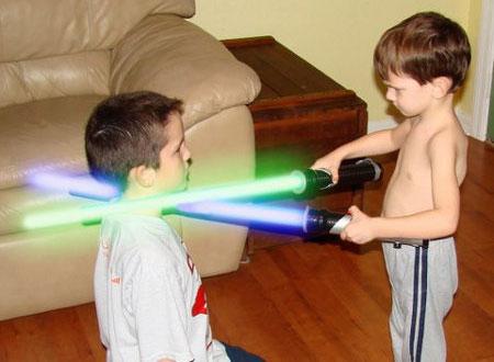 Đồ chơi chứa tia laser gây hiểm họa khôn lường đối với sức khỏe, đặc biệt với trẻ em