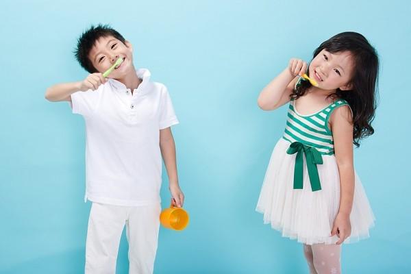tập đánh răng cho bé