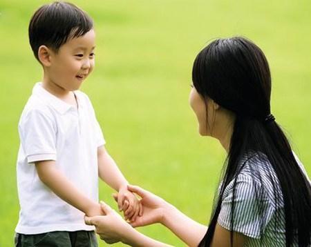 giúp con tự tin trong giao tiếp