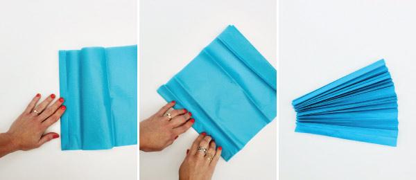 Cách làm: Cắt giấy ra thành những mảnh hình vuông, gấp nếp những mảnh giấy này.