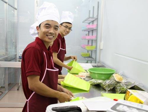 Dù có cam kết từ các công ty cung cấp dịch vụ nhưng người tiêu dùng cần thận trọng và chú ý các vấn đề vệ sinh an toàn thực phẩm