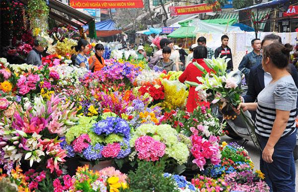 Chợ hoa Quảng bá là một địa đểm chụp ảnh Tết Âm lịch vô cùng quen thuộc