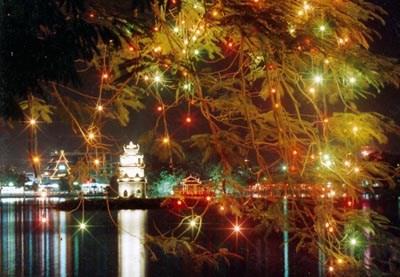 Vẻ đẹp lung linh của Hồ Gươm trong đêm Giáng sinh
