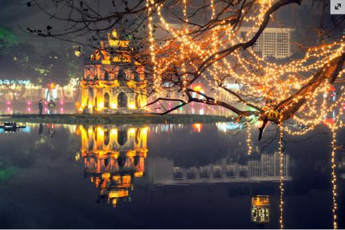 Hồ Gươm đẹp lung linh trong đêm Giáng sinh