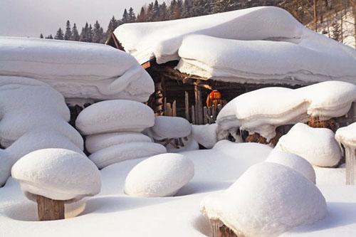 Ngôi làng tuyết phủ chắc chắn sẽ là địa điểm đi chơi Giáng sinh độc đáo