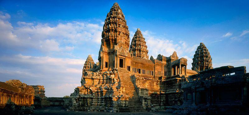 Vẻ đẹp cổ kính của Angkor Wat luôn làm say lòng du khách