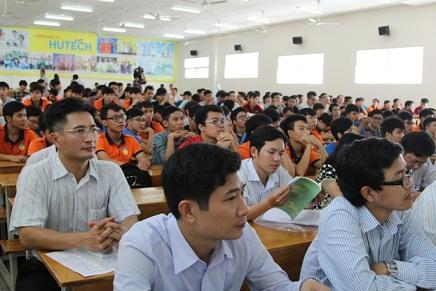 Sinh viên trường HUTECH được cung cấp kiến thức cơ bản về chương trình phát triển điện hạt nhân tại Việt Nam