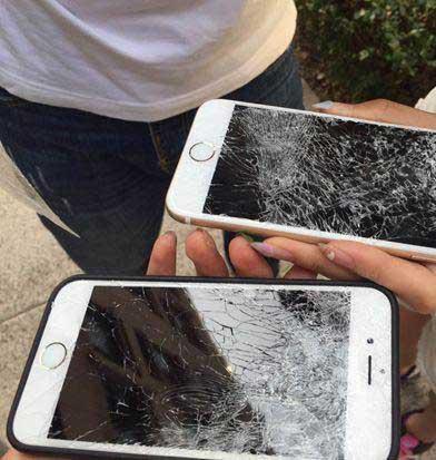 Điện thoại iPhone bị vỡ tan tành