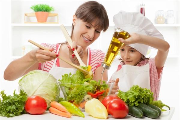 Chất béo bao gồm dầu, mỡ đóng vai trò rất quan trọng trong nguồn dinh dưỡng cho bé